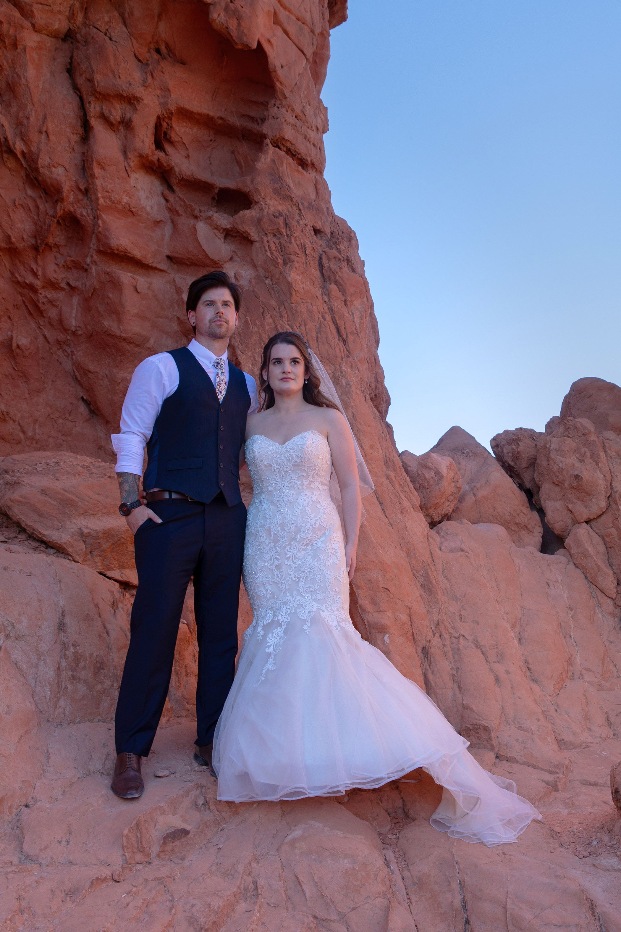 wedding couple in las vegas valley of fire